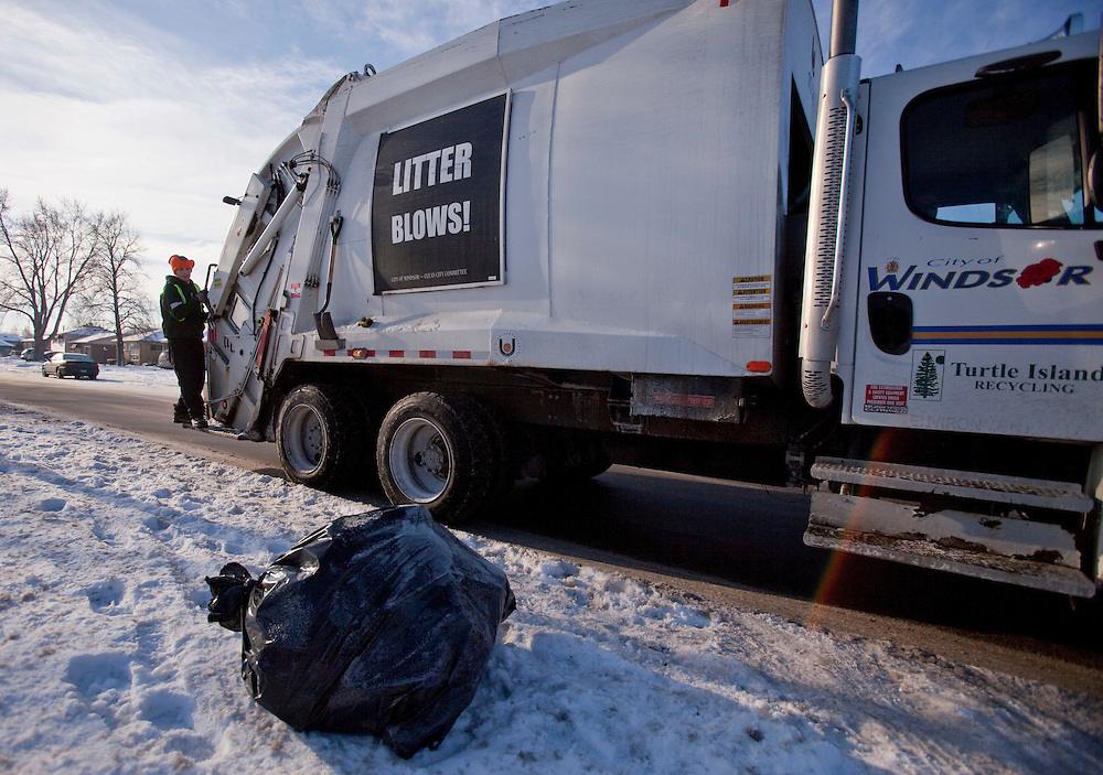Windsor, Ontario ---10-12-16--- A crew from Turtle Island Recycling picks up garbage in Windsor, Ontario, December 16, 2010. The private company has recently taken over responsibility for garbage pickup from the city.<br /> GEOFF ROBINS The Globe and Mail
