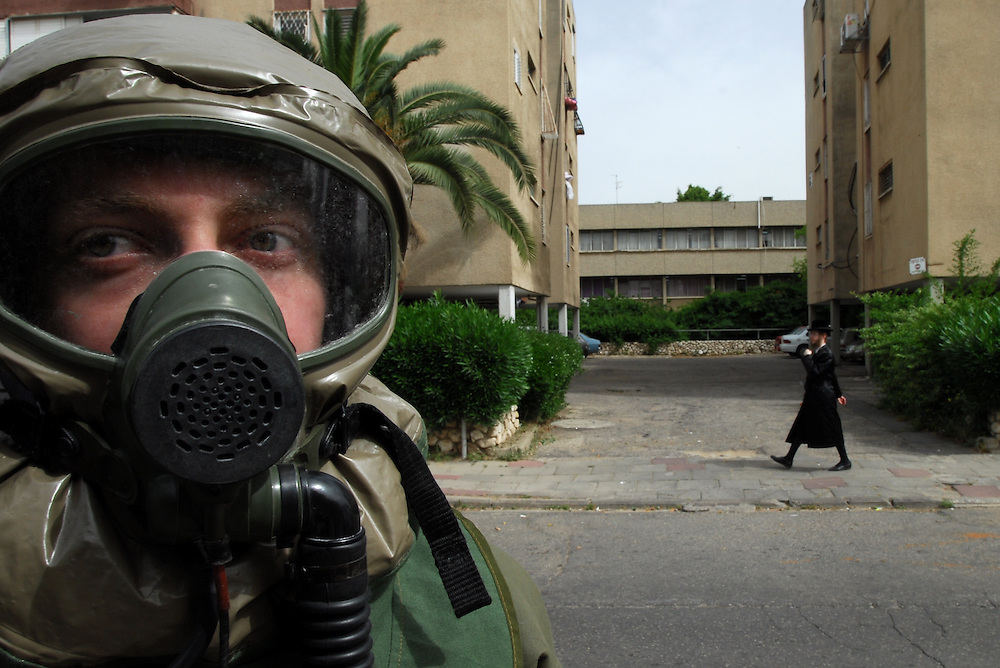 Israeli security forces in Bnei Brak during an exercise which simulates chemical rockets attack on Israel. The exercise is part of the five days nation wide Home Front exercise. April 10, 2008. Photo by Gili Yaari