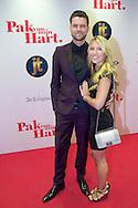 HILVERSUM - In de nieuwe JT Bioscoop is de eerste film 'Pak van mijn Hart' in premiere gegaan. Met hier op de foto  Simon Keizer met partner Annemarie Hoek. FOTO LEVIN DEN BOER - PERSFOTO.NU