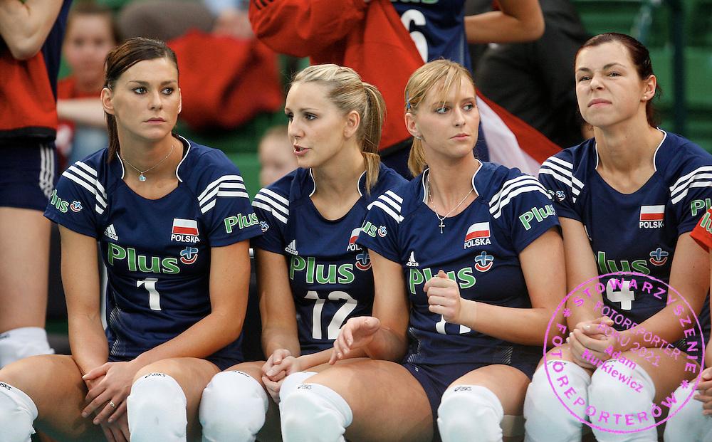 HALLE 17/01/2008.EUROPEAN VOLLEYBALL WOMEN'S OLIMPIC QUALIFICATION.POLAND _ TURKEY.KATARZYNA SKOWRONSKA /L/ , MILENA SADUREK , ANNA BARANSKA , KATARZYNA GAJGAL /R/.FOT. PIOTR HAWALEJ / WROFOTO