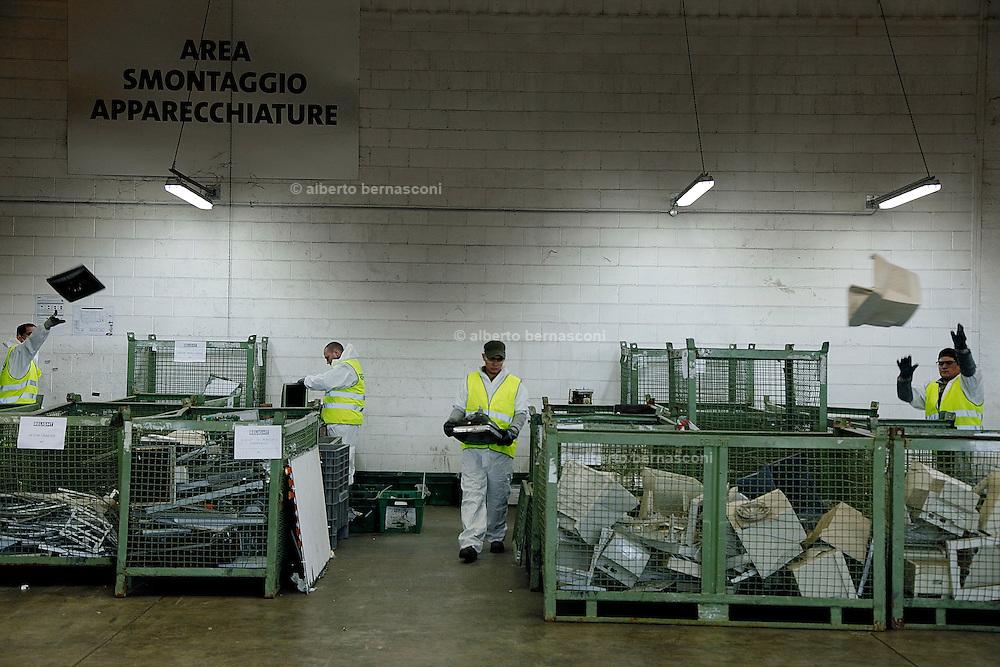 Milano, RHO, relight, azienda per il riciclo tlevisori e monitor computer