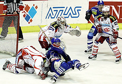 "15.03.2012, Dom Sportova, Zagreb, CRO, EBEL, KHL Medvescak Zagreb vs EC KAC, Playoff, Halbfinale, 5. Spiel, im Bild stand mehrmals im Bilckfeld und glaenzte mit seinen Paraden Andy Chiodo, (EC KAC, #31) // during the semifinal Match of ""Erste Bank Icehockey League"", fith encounter between KHL Medvescak Zagreb and EC KAC at Dom Sportova, Zagreb, Croatia on 2012/03/15. EXPA Pictures © 2012, PhotoCredit: EXPA/ Pixsell/ Goran Stanzl ATTENTION - OUT OF CRO, SRB, MAZ, BIH and POL *****"
