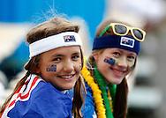 Australian Open 2011, Melbourne Park,ITF Grand Slam Tennis Tournament ..zwei junge Tennis Fans mit Gesichtsbemalung als Zuschauer beim Junioren Match,