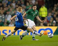 Fussball International, Nationalmannschaft   EURO 2012 Play Off, Qualifikation, Irland - Estland 15.11.2011 Tajjo TENISTE (EST links) gegen Stephen WARD (iRL)