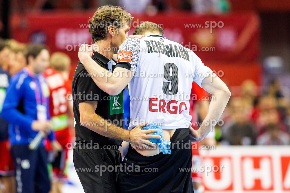 29.01.2016, Tauron Arena, Krakau, POL, EHF Euro 2016, Norwegen vs Deutschland, Halbfinale, im Bild Tobias Reichmann (Nr. 9, KS Vive Tauron Kielce/POL) rutscht in die Holzbande und muss daraufhin von Peter Graeschus (Physiotherapeut) behandelt werden.<br />