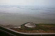 Nederland, Noord-Holland, Gemeente Wieringen, 28-04-2010; het Balgzand met zandpalten, onderdeel van het Waddengebied, gezien vanaf Wieringen. Links de Amsteldiepdijk..The Balgzand with sandbanks, part of the Wadden Sea, as seen from Wieringen. Left Amsteldiep dike.luchtfoto (toeslag), aerial photo (additional fee required).foto/photo Siebe Swart