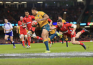 Israel Folau of Australia scores a try during the International Test Match match at the Millennium Stadium, Cardiff<br /> Picture by Michael Whitefoot/Focus Images Ltd 07969 898192<br /> 08/11/2014