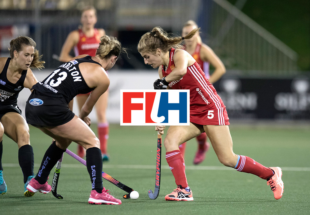 AUCKLAND - Sentinel Hockey World League final women<br /> Match id: 10310<br /> 20 ENG v NZL (Semi Final) 0-1<br /> New Zealand play the final<br /> Foto:  Samantha Charlton (C) duel with Sarah Haycroft.<br /> WORLDSPORTPICS COPYRIGHT FRANK UIJLENBROEK