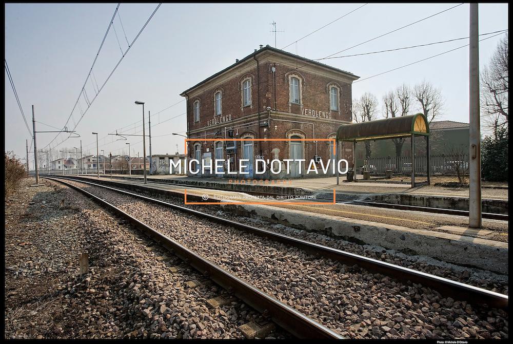 La stazione di Verolengo (TO) sulla tratta ferroviaria Chivasso Casale Monferrato, è chiusa ed in stato di abbandono.