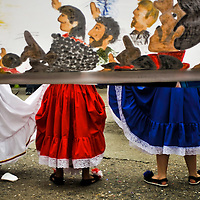 El pasado 24 de abril del 2010 al igual que cada año y en su edición  número 56, centenares de Yaracuyanos se congregaron en la avenida Libertador de la ciudad de San Felipe, Estado Yaracuy para recibir a la soberana de las Ferias de Mayo y su corte de princesas en un tradicional desfile compuesto por coloridas carrozas, bandas show locales y de estados vecinos, estudiantes y maestros de diversas instituciones del estado, caballos, motocicletas y automóviles de colección. <br /> <br /> MAY FAIRS IN SAN FELIPE / FERIAS DE MAYO DE SAN FELIPE<br /> San Felipe, Yaracuy State - Venezuela 2010. <br /> (Copyright © Aaron Sosa)
