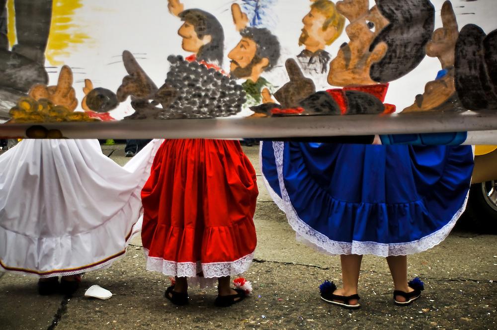 El pasado 24 de abril del 2010 al igual que cada a&ntilde;o y en su edici&oacute;n  n&uacute;mero 56, centenares de Yaracuyanos se congregaron en la avenida Libertador de la ciudad de San Felipe, Estado Yaracuy para recibir a la soberana de las Ferias de Mayo y su corte de princesas en un tradicional desfile compuesto por coloridas carrozas, bandas show locales y de estados vecinos, estudiantes y maestros de diversas instituciones del estado, caballos, motocicletas y autom&oacute;viles de colecci&oacute;n. <br /> <br /> MAY FAIRS IN SAN FELIPE / FERIAS DE MAYO DE SAN FELIPE<br /> San Felipe, Yaracuy State - Venezuela 2010. <br /> (Copyright &copy; Aaron Sosa)