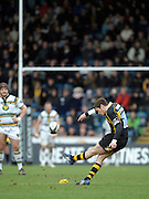 Wycombe, GREAT BRITAIN, Wasps', Danny CIPRIANI, kicking a first half penalty, during the Guinness Premiership rugby game, London Wasps vs Northampton Saints, at Adam's Park Stadium, Bucks, England, on Sun 22.02.2009. [Photo, Peter Spurrier/Intersport-images]