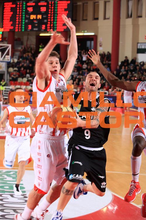 DESCRIZIONE : Teramo Lega A 2009-10 Bancatercas Teramo Carife Ferrara<br /> GIOCATORE : Valerio Spinelli<br /> SQUADRA : Carife Ferrara<br /> EVENTO : Campionato Lega A 2009-2010 <br /> GARA : Bancatercas Teramo Carife Ferrara<br /> DATA : 31/01/2010<br /> CATEGORIA : penetrazione tiro<br /> SPORT : Pallacanestro <br /> AUTORE : Agenzia Ciamillo-Castoria/M.Carrelli<br /> Galleria : Lega Basket A 2009-2010 <br /> Fotonotizia : Teramo Lega A 2009-10 Bancatercas Teramo Carife Ferrara<br /> Predefinita :