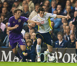 LONDON, ENGLAND - Tuesday, October 27, 2009: Everton's Dan Gosling and Tottenham Hotspur's Gareth Bale during the League Cup 4th Round match at White Hart Lane. (Photo by David Rawcliffe/Propaganda)