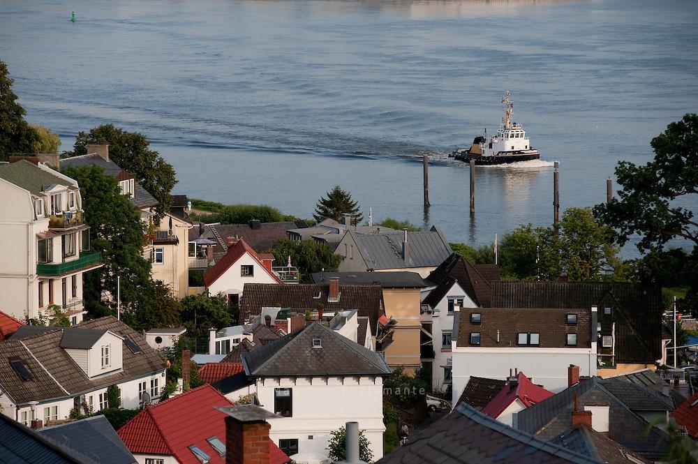 Blankenese ist ein westlicher Stadtteil von Hamburg im Bezirk Altona und gehört zu den Elbvororten