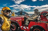 A bord du Dixmude.<br /> Equipe en attente d'un appontage helicoptere<br /> Le batiment de projection et de commandement Dixmude est arrive ce vendredi &agrave; Marseille pour une escale exceptionnelle de trois jours pour la signature de la charte de parrainage du BPC par la Ville de Marseille, auparavant marraine du transport de chalands de d&eacute;barquement Siroco, vendu fin 2015 au Br&eacute;sil. &nbsp;<br /> Plus grand batiment de guerre apres le porte-avions Charles de Gaulle, le Dixmude se distingue par sa polyvalence et sa capacite a se deployer loin et longtemps. <br /> Troisieme BPC fran&ccedil;ais du type Mistral, il a ete receptionne en 2012 par la Marine nationale. Long de 199 m&egrave;tres et affichant un deplacement de plus de 21.000 tonnes en charge, c&rsquo;est a la fois un porte-h&eacute;licopt&egrave;res, un batiment d&rsquo;assaut amphibie, un hopital flottant et une unite capable d&rsquo;assurer le commandement d&rsquo;une operation interarmees et internationale. Il peut, par exemple, embarquer une vingtaine d&rsquo;helicopteres de transport et de combat, une centaine de vehicules (dont des chars Leclerc), 450 hommes de troupe et des engins de debarquement (deux CTM et un EDAR, deux EDAR ou quatre CTM).<br /> Ses principales missions<br /> Operation Eunavfor Atalanta (2012) - Operation Serval (2013)-Operation Sangaris (2013) <br /> Il participe a la Mission Corymbe et le 4 avril 2015, il evacue 44 personnes du Yemen suite au conflit au Y&eacute;men. Le lendemain, il recupere egalement 63 personnes dont 23 fran&ccedil;ais transferees &agrave; partir du patrouilleur L'adroit et de la fregate Aconit.<br /> En mai 2015, il part pour la mission Jeanne d'Arc 2015.