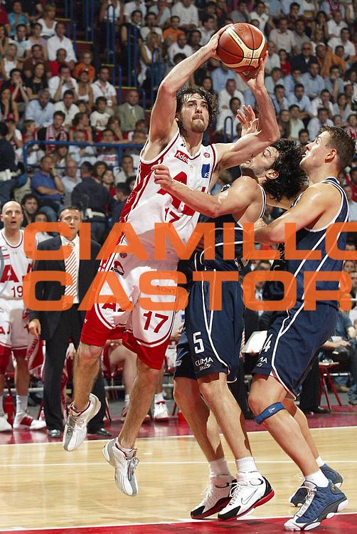 DESCRIZIONE : MILANO CAMPIONATO LEGA A1 2004-2005 PLAY-OFF FINALE SCUDETTO GARA4<br />GIOCATORE : CALABRIA<br />SQUADRA : ARMANI JEANS MILANO<br />EVENTO : CAMPIONATO LEGA A1 2004-2005 PLAY-OFF FINALE SCUDETTO GARA4<br />GARA : ARMANI JEANS MILANO-CLIMAMIO FORTITUDO BOLOGNA<br />DATA : 16/06/2005<br />CATEGORIA : Tiro<br />SPORT : Pallacanestro<br />AUTORE : AGENZIA CIAMILLO &amp; CASTORIA/Stefano Ceretti