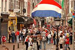 02-06-2003 NED: Huldiging bekerwinnaar FC Utrecht, Utrecht<br /> De spelers en de technische staf kregen een rondrit door de stad in een open Engelse dubbeldekker. Om 20.30 uur keert de stoet terug in Galgenwaard en zal in het stadion de officiële huldiging plaatsvinden