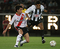 Fotball<br />23/10/03 - RIVER PLATE (FROM ARGENTINA) (2 ) VS. LIBERTAD (FROM PARAGUAY) (0 ) - SOUTH AMERICAN CUP - Buenos Aires - Argentina.<br />GUILLERMO PEREYRA (RIVER) and  BLAS LOPEZ (LIBERTAD).<br />Foto: Digitalsport