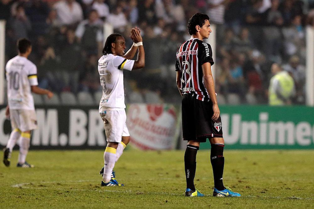 SANTOS X S&atilde;o Paulo - CAMPEONATO BRASILEIRO - 02/10/2013<br /> ESPORTE - Ganso ap&oacute;s o S&int;ao Paulo sofrer p segundo gol do Santos no jogo entre Santos e S&atilde;o Paulo, v&aacute;lido pela 25&ordf; rodada do Campeonato Brasileiro de 2013, realizado no est&aacute;dio da Vila Belmiro, na cidade de Santos. FOTO: DANIEL GUIMAR&Atilde;ES/FRAME