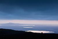 A Jeep driving in twilight on Middalsfjall. Lake's Apavatn, Svinavatn and Hestvatn and Mount Hestfjall in background. Jeppi í ljósaskiptunum á Miðdalsfjalli. Apavatn, Svínavatn, Hestvatn og Hestfjall í baksýn.