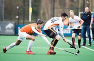 BLOEMENDAAL - Hockey - Bloemendaal-Oranje Rood 3-2. Xavi Lleonart Blanco (Bldaal) met Robert van de Horst (Oranje-Rood) .  COPYRIGHT KOEN SUYK