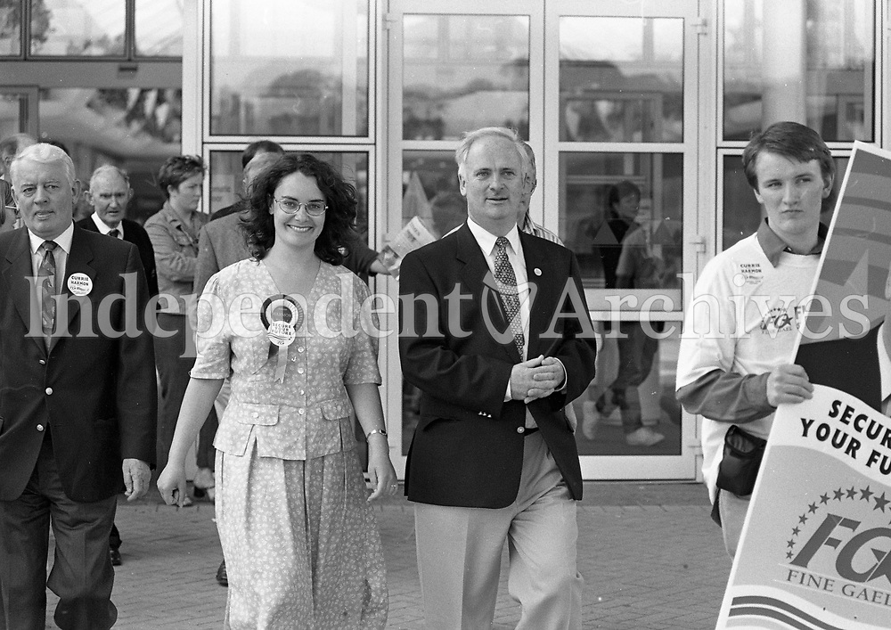 An Taoiseach John Burton Canvassing in Santry OMNI Plex Centre, Dublin, 05/06/1997 (Part of the Independent Newspapers Ireland/NLI Collection).