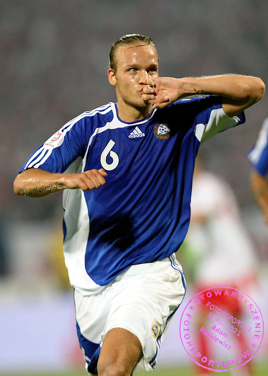 BYDGOSZCZ 02/09/2006..POLAND _ FINLAND ..Euro 2008 qualifier ...POLSKA  V FINLANDIA ..ELIMINACJE MISTRZOSTW EUROPY..NA ZDJ. MIKA VAYRYNEN CIESZY SIE PO ZDOBYCIU TRZECIEJ BRAMKI DLA FINLANDII..FOT. PIOTR HAWALEJ / WROFOTO
