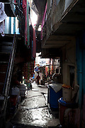 3000 persons lives in a slum area in the middle of Malabar Hill, one of Mumbai's most fashionable areas. Mumbai, India