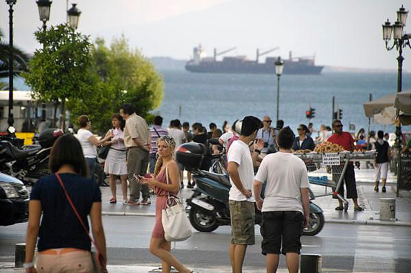 Griekenland, Thessaloniki, 11-6-2011Straatbeeld van deze stad in Noord Griekenland. Het is de tweede stad van het land.Griekenland is zwaar getroffen door het wanbeleid van voorgaande regeringen op financieel gebied.Foto: Flip Franssen
