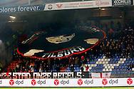 21-11-2015 VOETBAL:WILLEM II-PSV:TILBURG<br /> Supporters van E met vlag<br /> <br /> Foto: Geert van Erven