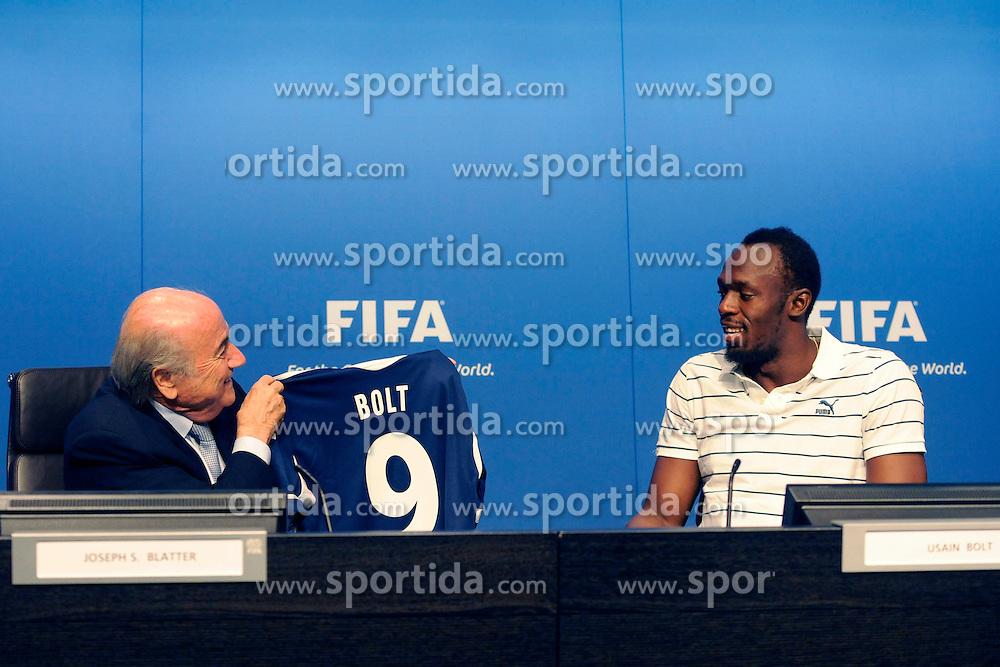 28.08.2013, FIFA Hauptsitz Zuerich, SUI, FIFA Pressekonferenz, im Bild Usain Bolt zu Besuch bei der FIFA; FIFA Praesident Josef S. Blatter waehrend der Pressekonferenz mit Usain Bolt (JAM) // during a pressconference at the FIFA Hauptsitz Zuerich, Switzerland on 2013/08/28. EXPA Pictures © 2013, PhotoCredit: EXPA/ Freshfocus/ Valeriano Di Domenico<br /> <br /> ***** ATTENTION - for AUT, SLO, CRO, SRB, BIH only *****
