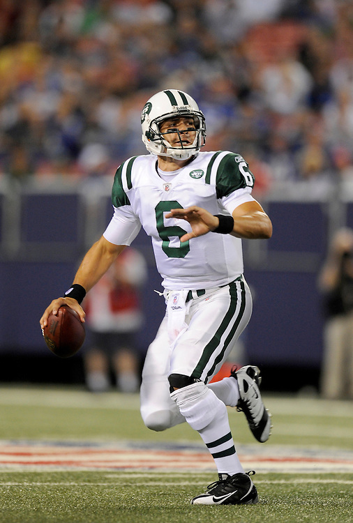 EAST RUTHERFORD, NJ - AUGUST 29: Mark Sanchez #6 of the New York Jets drops back to pass against the New York Giants in a preseason game at Giants Stadium on August 29, 2009 in East Rutherford, New Jersey. The New York Jets beat the New York Giants 27-25. (Photo by Rob Tringali/ ) *** Local Caption *** Mark Sanchez