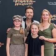 NL/Utrecht/20200701 - Premiere DE PIRATEN VAN HIERNAAST, Pim Hoeve en zijn gezin