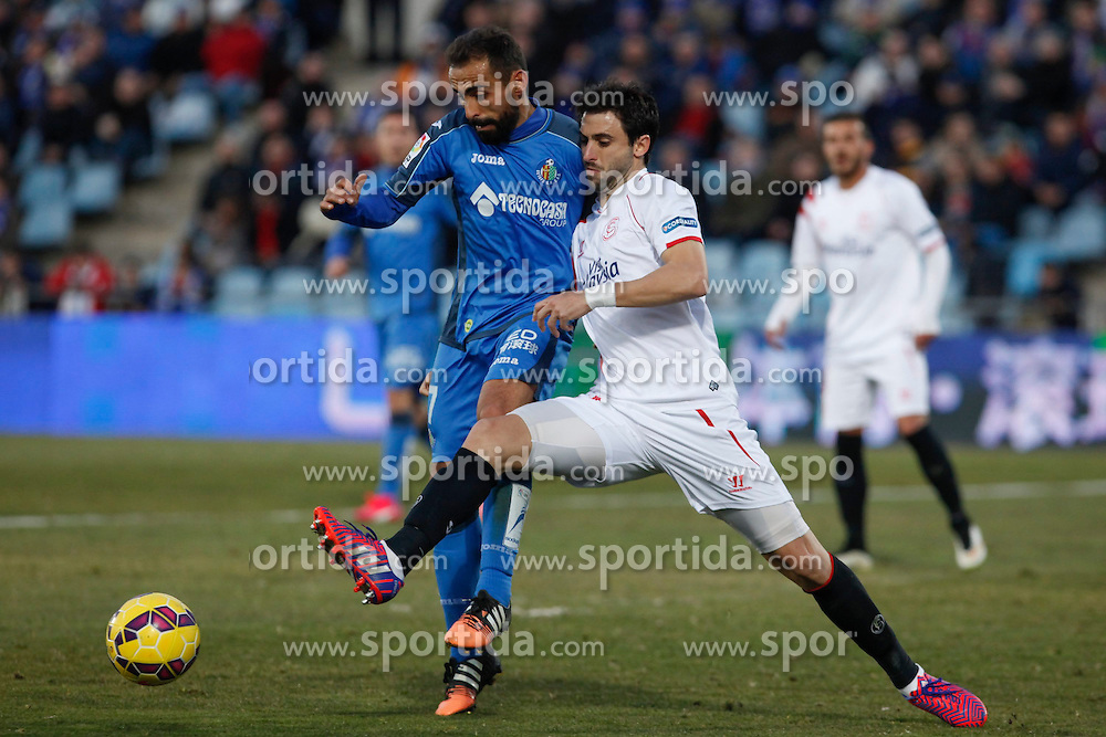 08.02.2015, Coliseum Alfonso Perez, Madrid, ESP, Primera Division, FC Getafe vs FC Sevilla, 22. Runde, im Bild Getafe&acute;s Diego Castro and Sevilla&acute;s Arribas // uring the Spanish Primera Division 22nd round match between Getafe FC and Sevilla FC at the Coliseum Alfonso Perez in Madrid, Spain on 2015/02/08. EXPA Pictures &copy; 2015, PhotoCredit: EXPA/ Alterphotos/ Victor Blanco<br /> <br /> *****ATTENTION - OUT of ESP, SUI*****