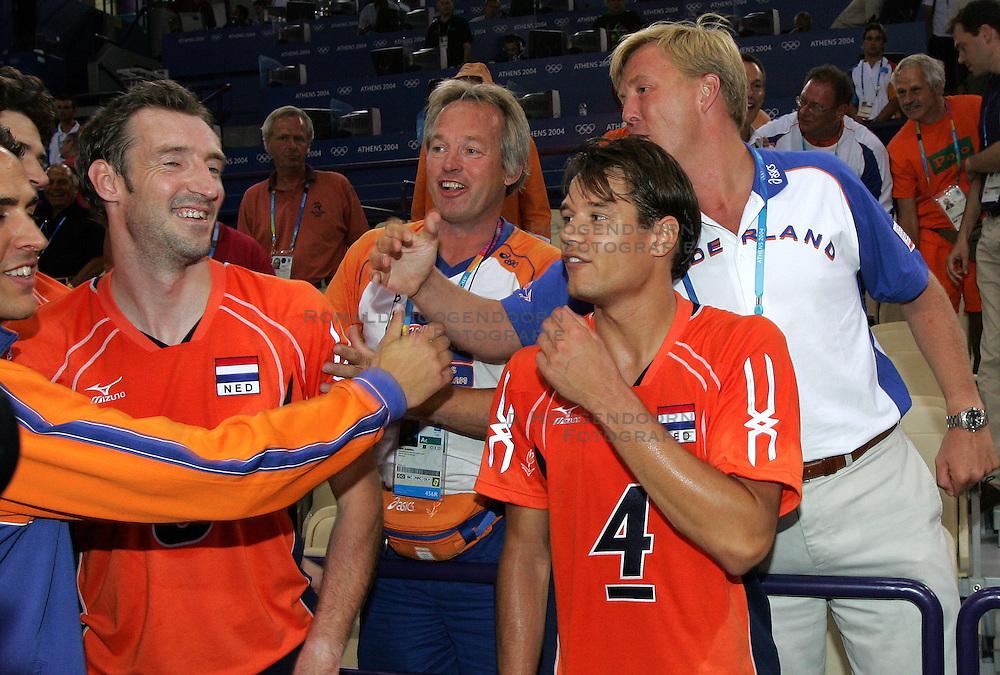 15-08-2004 VOLLEYBAL: NEDERLAND - RUSLAND: OLYMPIC GAMES: ATHENS<br /> Prins Willem Alexander en Joop Alberda feliciteren Richard Schuil en Reinder Numerdor met de 3-2 overwinning<br /> &copy;2004-WWW.FOTOHOOGENDOORN.NL
