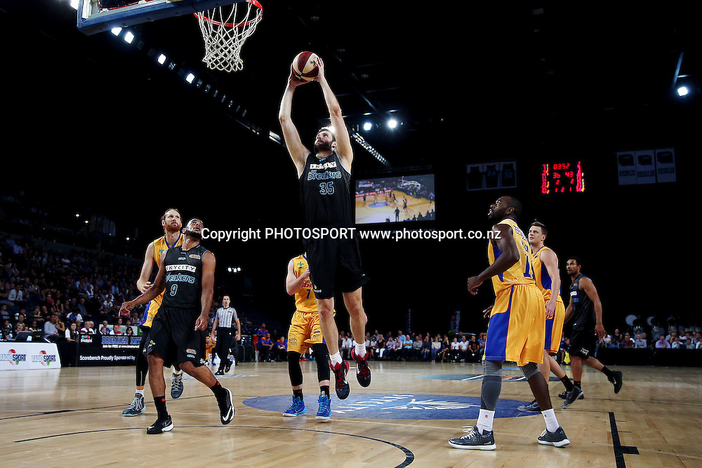 Alex Pledger of the Breakers goes up in for a dunk. 2014/15 ANBL, SkyCity Breakers vs Adelaide 36ers, Vector Arena, Auckland, New Zealand. Thursday 12 February 2015. Photo: Anthony Au-Yeung / www.photosport.co.nz