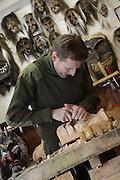Der Maskenschnitzer Heinrich Rieder arbeitet an einer neuen Tschäggätta-larve im Maskenkeller der Familie. Die fratzenartigen, furchterregenden Larven sind das Markenzeichen des Lötschentals.  © Romano P. Riedo