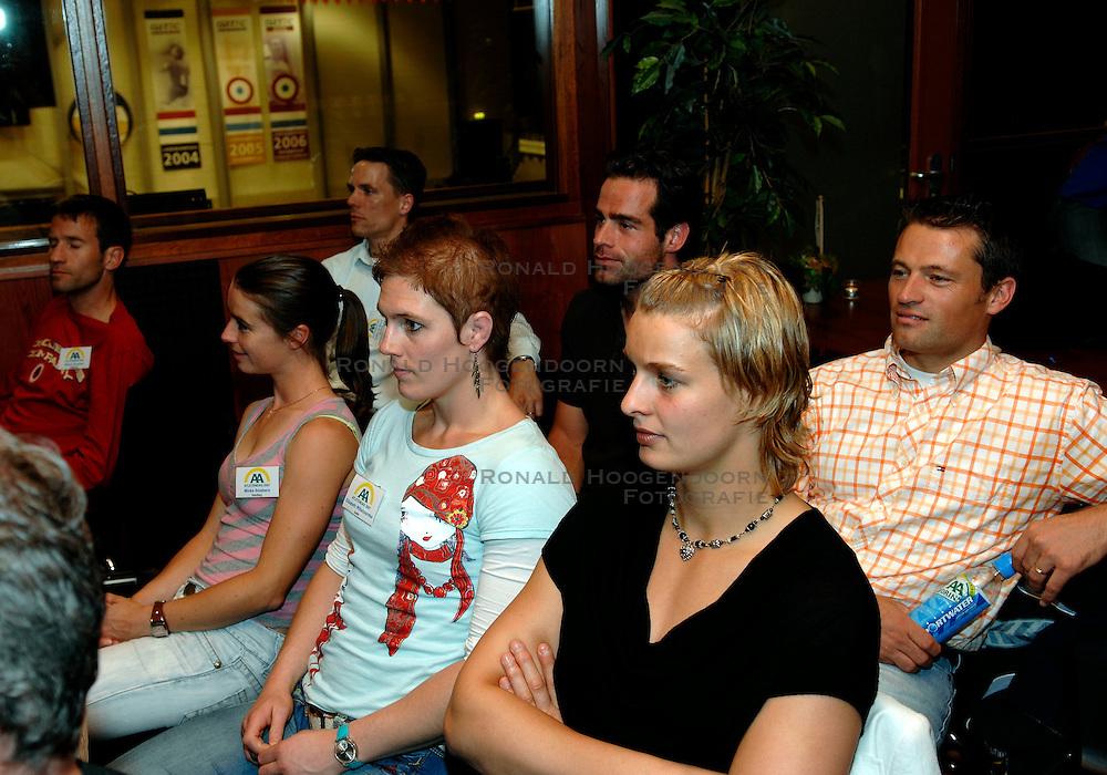 05-06-2006 REPORTAGE: ATLETENDAG: ROTTERDAM<br /> De AA Drink atletendag werd een volleybaldag in de TopSporthal te Rotterdam / Minke Smabers, Elisabeth Willeboordse en Edith Bosch<br /> &copy;2007-WWW.FOTOHOOGENDOORN.NL