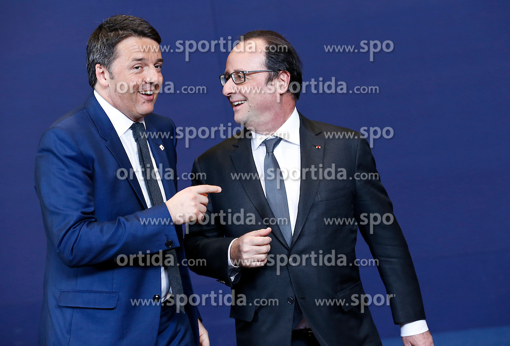 Italian Prime Minister Matteo Renzi (L) and French President Francois Hollande talk at family photo session during a two-day European Union leaders summit at the EU Council headquarters in Brussels, Belgium, March 17, 2016. EXPA Pictures &copy; 2016, PhotoCredit: EXPA/ Photoshot/ Ye Pingfan<br /> <br /> *****ATTENTION - for AUT, SLO, CRO, SRB, BIH, MAZ, SUI only*****