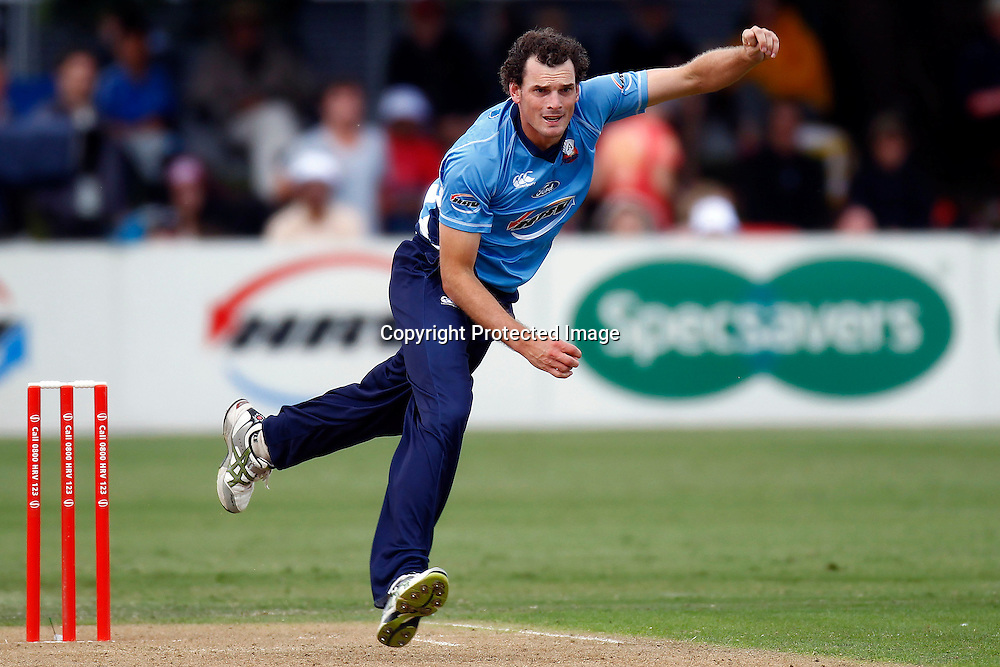 Kyle Mills during the HRV Cup FINAL match between the Auckland Aces v Canterbury Wizards. Men's domestic Twenty20 cricket. Colin Maiden Park, New Zealand. Sunday 22 January 2012. Ella Brockelsby / photosport.co.nz