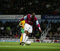 marlon harewood hits the winner for west ham against norwich-F A CUP 3RD ROUND-08 JAN 2005-WEST HAM V NORWICH-COLORSPORT / KIERAN GALVIN