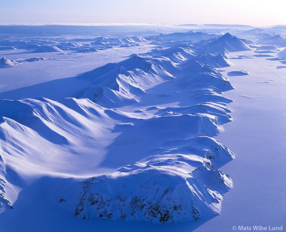 "Langisjór t.h og Fögrufjöll i miðju séð til suðurs. Loftmynd..The frozen lake Langisjor right and the mountainrange Fogrufjoll "" The beautifull mountains""  in center. Aerial viewing south."