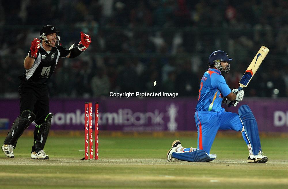 Indian batsman Murli vijay bowld by New Zealand captain Daniel Vettori  during the 2nd ODI india vs New Zealand Played at Sawai Mansingh Stadium, Jaipur, 1 December 2010 - day/night (50-over match)