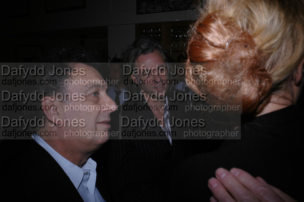 Stephen Frears and Sir Bob Geldof. Dinner at San Lorenzo, Beauchamp Place after Tod's hosts Book signing with Dante Ferretti celebrating the launch of 'Ferretti,- The art of production design' by Dante Ferretti. 19 April 2005.  ONE TIME USE ONLY - DO NOT ARCHIVE  © Copyright Photograph by Dafydd Jones 66 Stockwell Park Rd. London SW9 0DA Tel 020 7733 0108 www.dafjones.com