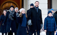 17 -1 2016 OSLO prince sverre magnus Ingrid Alexandra Royal Family in attendance in Palace Square to watch the activities.<br />  King Harald and Queen Sonja and crown princess mette marit and crown prince haakon , Princess Martha and Ari Behn at the palace in Oslo NORWAY 25th anniversary: Ascension to the Norwegian throne of Their Majesties King Harald and Queen Sonja<br /> COPYRIGHT ROBIN UTRECHT<br /> 17 -1 2016 OSLO koning Harald en koningin Sonja en kroonprinses Mette Marit en kroonprins Haakon, prinses Martha en Ari Behn in het paleis in Oslo Noorwegen 25ste verjaardag: Ascension aan de Noorse troon van Hunne Majesteiten Koning Harald en koningin Sonja viering voor 25 jaar als koning  en koningin Zaterdag was er in Oslo al een feestelijk middagmaal waaraan behalve de Noorse koninklijke familie ook veel buitenlandse gasten aanzaten. De zondag staat 's ochtends vooral in het teken van een ontmoeting met de Noorse bevolking op het plein voor het paleis. Op dat plein zijn allerlei festiviteiten georganiseerd. 's Middags is er een groot feest in de aula van de universiteit.