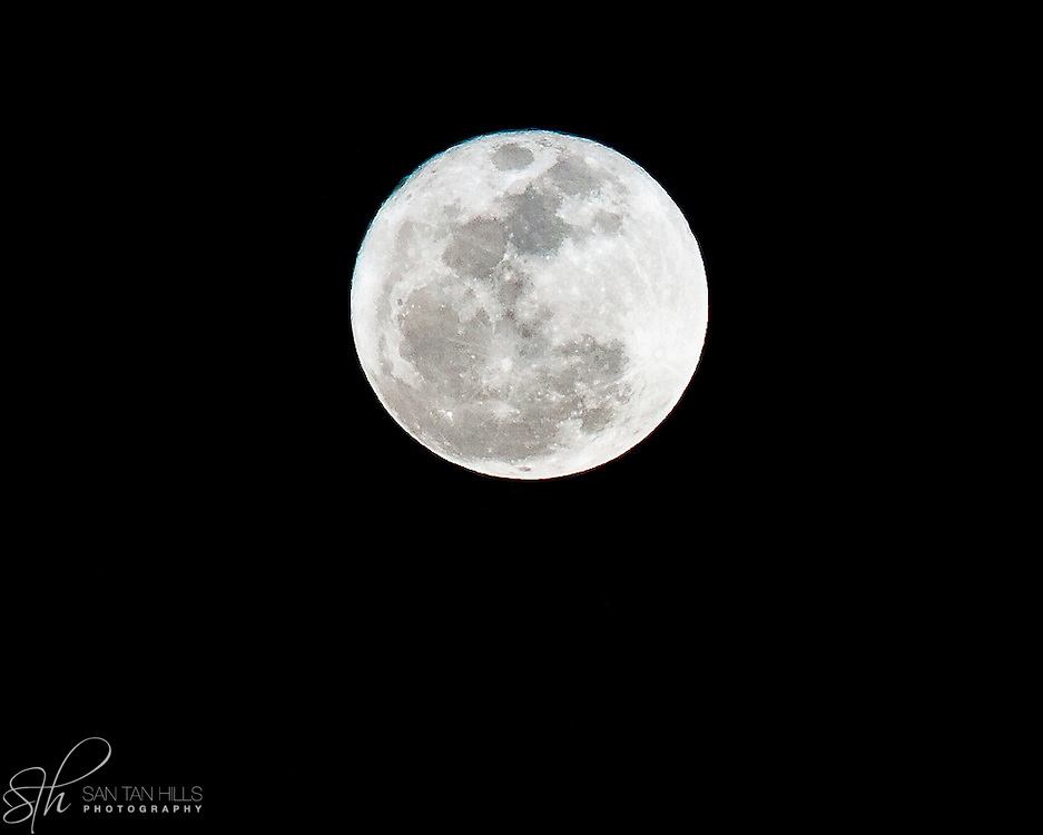 "Closeup of a rare ""super moon"" - as seen from Veteran's Memorial Park in Chandler, AZ on 3/19/11"