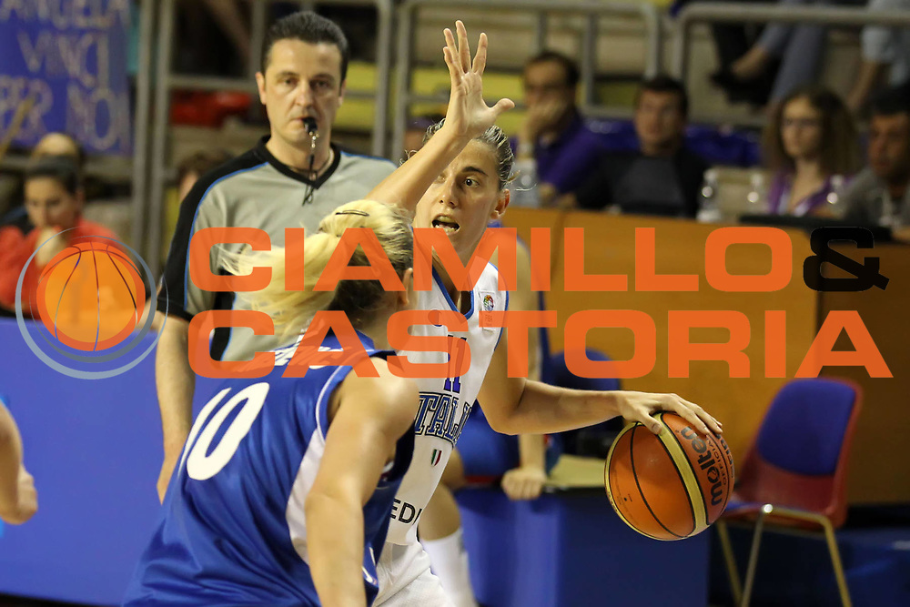 DESCRIZIONE : Taranto Torneo di qualificazione Campionati Europei donne Polonia 2011 Italia Serbia Italy Serbia<br /> GIOCATORE : Raffaella Masciadri<br /> SQUADRA : Italia Nazionale Femminile<br /> EVENTO : Torneo di qualificazione Campionato Europeo Donne Polonia 2011 Eurobasket Women Additional Qualifying Tournament<br /> GARA : Italia Serbia Italy Serbia<br /> DATA : 04/06/2011<br /> CATEGORIA : palleggio<br /> SPORT : Pallacanestro<br /> AUTORE : Agenzia Ciamillo-Castoria/ElioCastoria<br /> Galleria : FIP Nazionali 2011<br /> Fotonotizia :  Taranto Torneo di qualificazione Campionati Europei donne Polonia 2011 Italia Serbia Italy Serbia<br /> Predefinita :