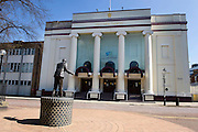 23 August 2014: Hull New Theatre with a bronze statue of Hull born singer David Whitfield outside.<br /> Picture: Sean Spencer/Hull News & Pictures Ltd<br /> 01482 772651/07976 433960<br /> www.hullnews.co.uk   sean@hullnews.co.uk