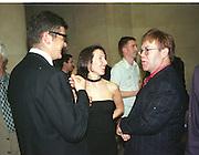 Jay Jopling, Sam taylor-Wood and Elton John. Turner prize private view. 27 October 1998.  Tate Gallery. © Copyright Photograph by Dafydd Jones 66 Stockwell Park Rd. London SW9 0DA Tel 020 7733 0108 www.dafjones.com